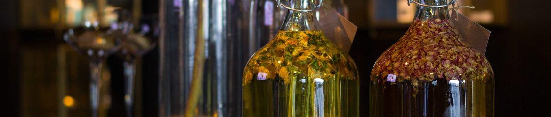 Ölauszüge mit Heilkräutern