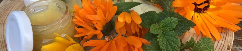Lippenpflege mit Ringelblumen und Melisse
